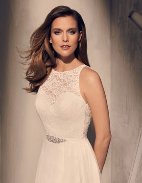 Buying A Wedding Gown For Your Body Shape: Hourglass Style 2202