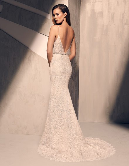 Buying A Wedding Gown For Your Body Shape: Hourglass Style 2215