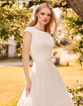 Buying A Wedding Gown For Your Body Shape: Hourglass Style 2298